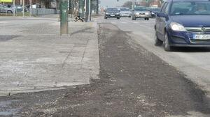 """Drogowcy zostawili wyrwy w jezdni. """"Zabrakło asfaltu"""""""