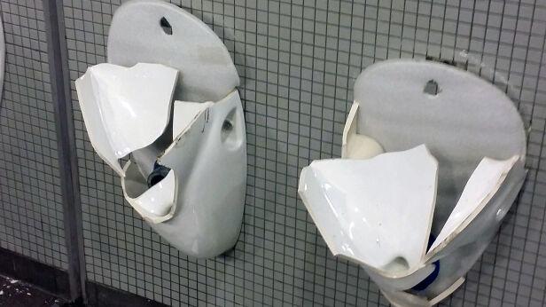 Zniszczone toalety na stadionie  Piotr Glinkowski/ Stadion Narodowy