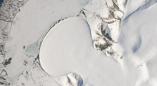 Elephant Foot Glacier (pol. Lodowiec Stopa Słonia) na Grenlandii widziany z Kosmosu.