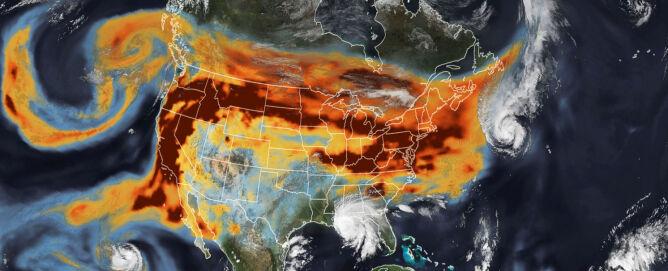 Zdjęcie satelitarne drogi dymu z kalifornijskich pożarów z 15 września (earthobservatory.nasa.gov)