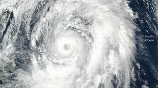 Tajfun Lan nadciąga nad Japonię. Zakłóca wybory i niesie zagrożenie powodziami