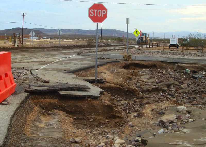 Zniszczenia po potężnej burzy w Forcie Irwin w 2013 roku (US Army)