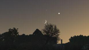 Koniunkcja pięciu planet. Merkury, Wenus, Mars, Jowisz i Saturn w jednej linii