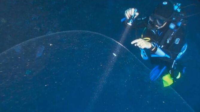 """""""To coś"""" w wodach Morza Śródziemnego. <br />Nikt nie wie, czym jest tajemnicza bańka"""