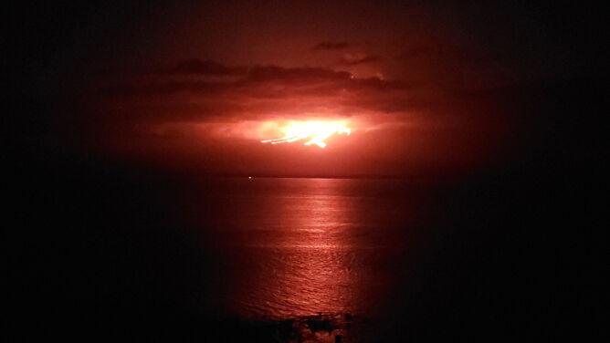 Erupcja wulkanu na archipelagu Galapagos. <br />Zamieszkują go rzadkie zwierzęta