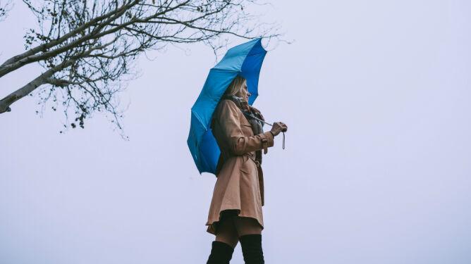 Pogoda na dziś: deszcz i silniejszy wiatr. <br />Od 4 do 8 stopni
